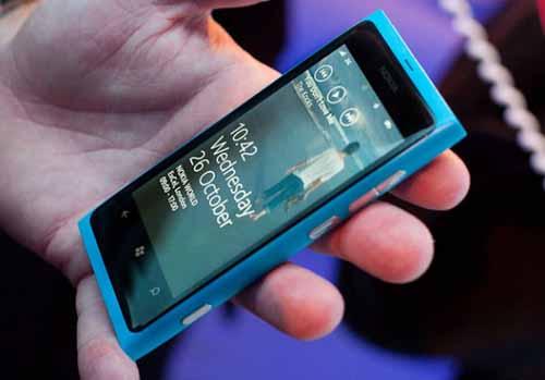 诺基亚发布首批Windows Phone智能手机:Lumia 800和Lumia 710